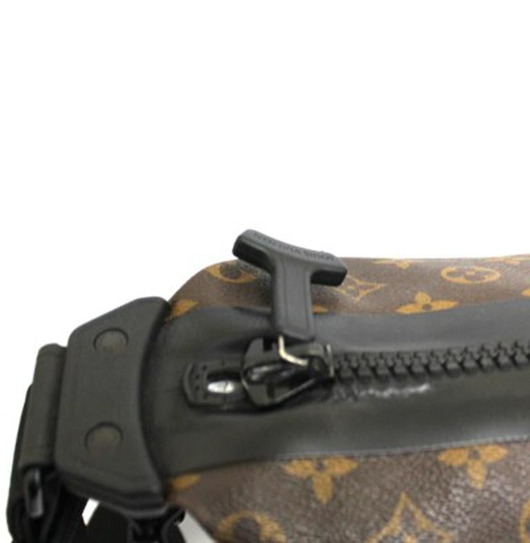 Louis Vuitton Water-Proof Shoulder Bag in Monogram Canvas with Black Rubber For Sale 1