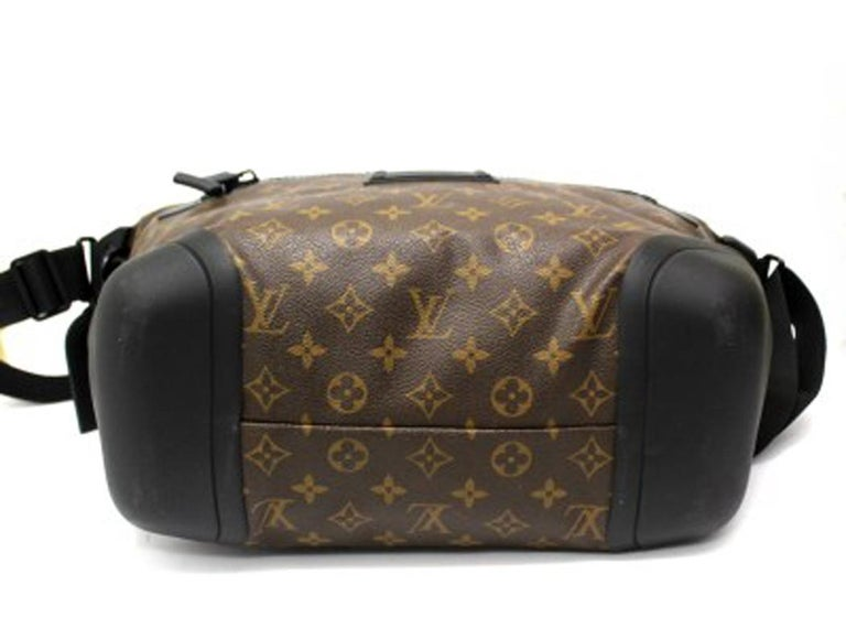 Louis Vuitton Water-Proof Shoulder Bag in Monogram Canvas with Black Rubber For Sale 2