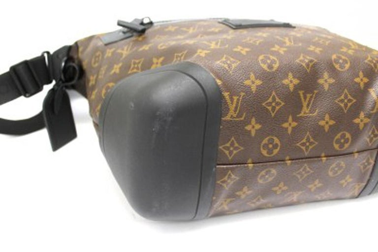 Louis Vuitton Water-Proof Shoulder Bag in Monogram Canvas with Black Rubber For Sale 3
