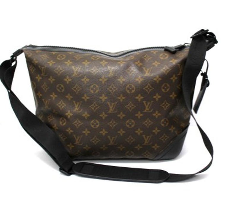 Louis Vuitton Water-Proof Shoulder Bag in Monogram Canvas with Black Rubber For Sale 5