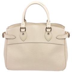 Louis Vuitton White Epi Leather Passy GM Shoulder Bag