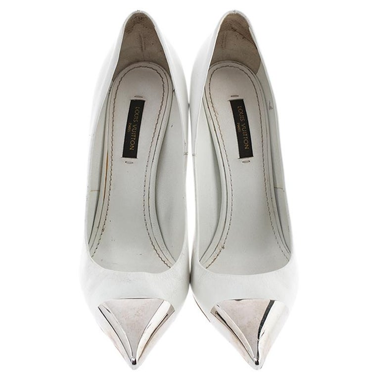 Louis Vuitton White Leather Urban Twist Pointed Toe Pumps Size 37.5 In Good Condition For Sale In Dubai, Al Qouz 2