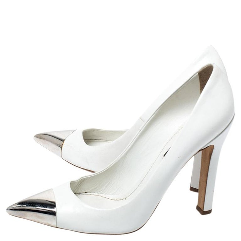 Women's Louis Vuitton White Leather Urban Twist Pointed Toe Pumps Size 37.5 For Sale