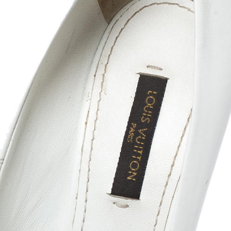 Louis Vuitton White Leather Urban Twist Pointed Toe Pumps Size 37.5 For Sale 1
