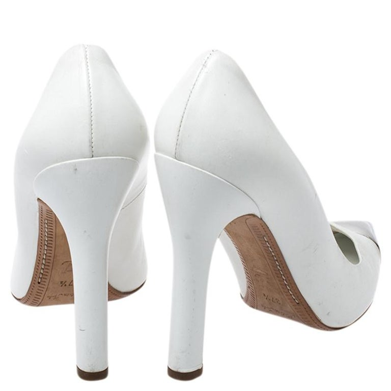 Louis Vuitton White Leather Urban Twist Pointed Toe Pumps Size 37.5 For Sale 2