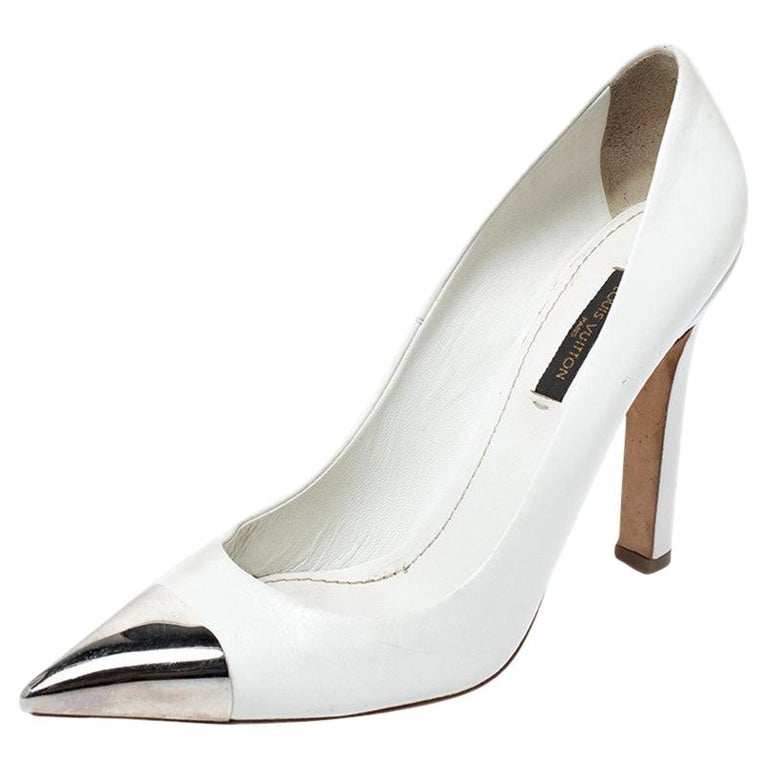 Louis Vuitton White Leather Urban Twist Pointed Toe Pumps Size 37.5 For Sale
