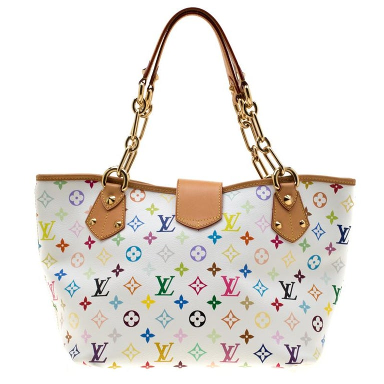Add great style to your everyday getup with this in vogue Louis Vuitton bag. The Annie bag is crafted from the signature monogram canvas. Stow all your belongings inside the suede interior of this creation. With two top handles, it features a twist