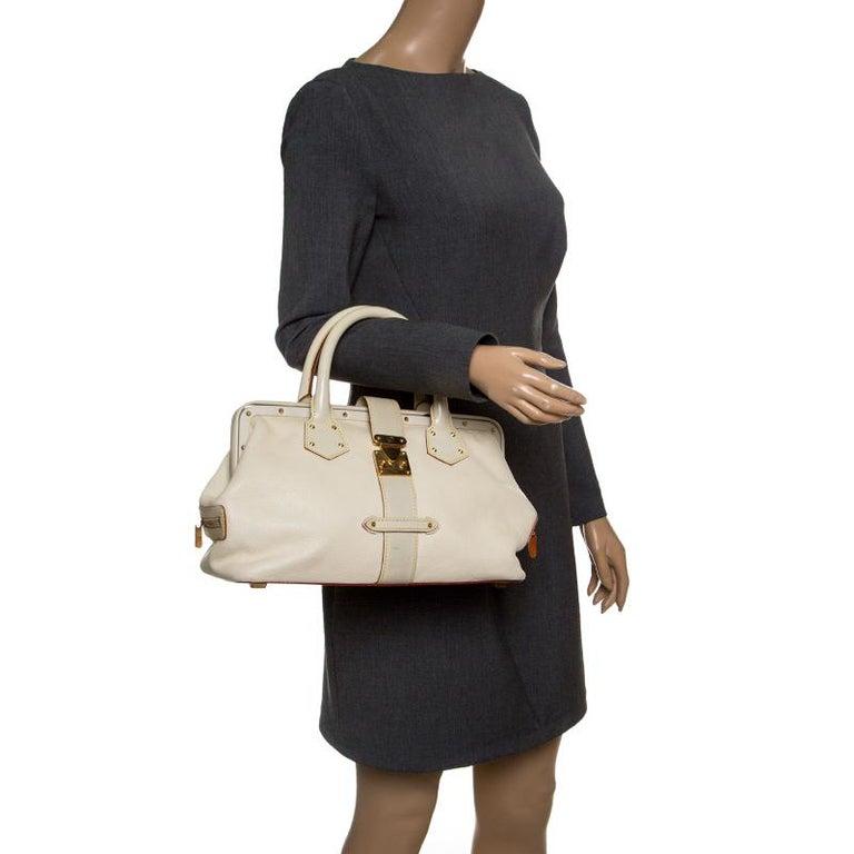 Louis Vuitton White Suhali Leather L'Ingenieux PM Bag In Good Condition For Sale In Dubai, Al Qouz 2