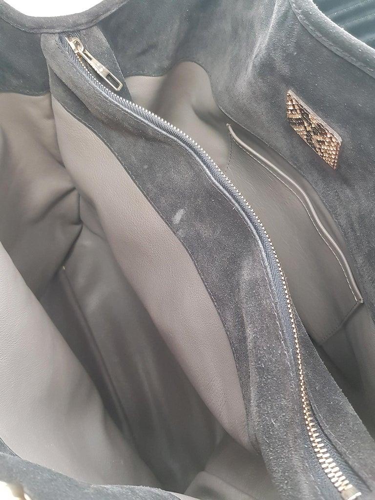 Louis Vuitton Woman Handbag  Black Leather For Sale 2