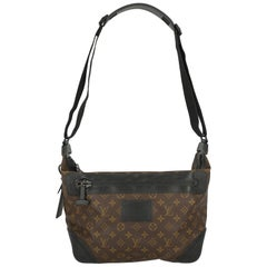 Louis Vuitton Woman Shoulder bag  Black Synthetic Fibers