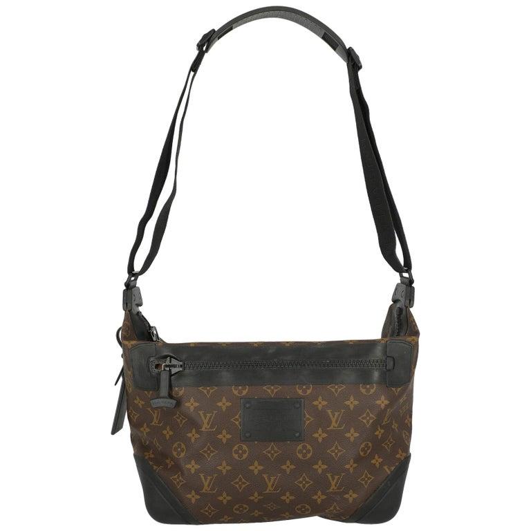 Louis Vuitton Woman Shoulder bag  Black Synthetic Fibers For Sale