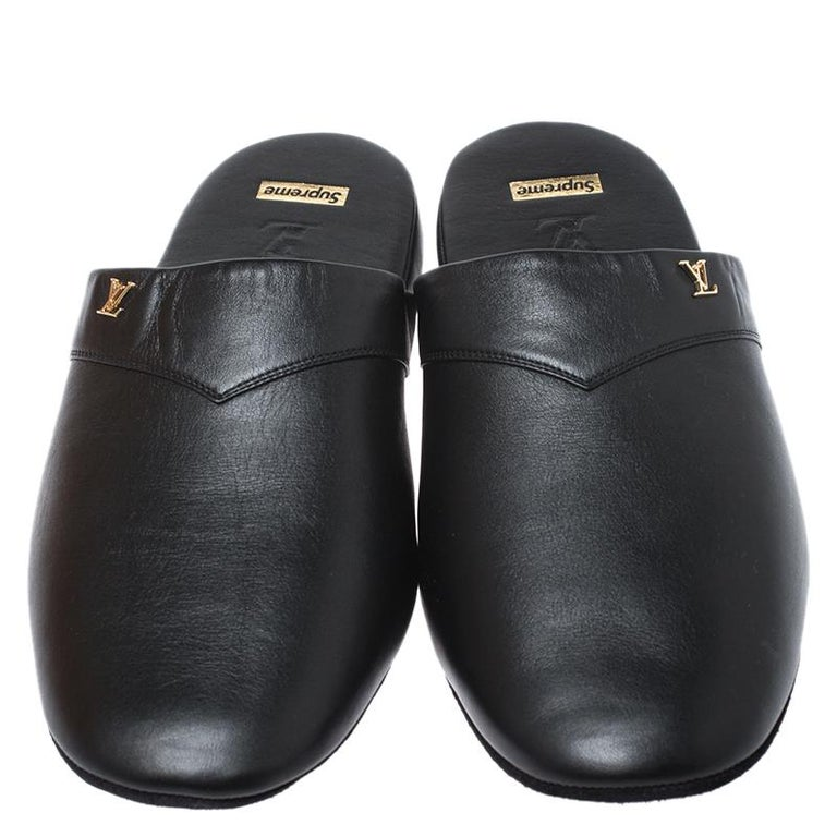 Louis Vuitton x Supreme Black Leather Hugh Flat Slippers Size 39 In Excellent Condition For Sale In Dubai, Al Qouz 2