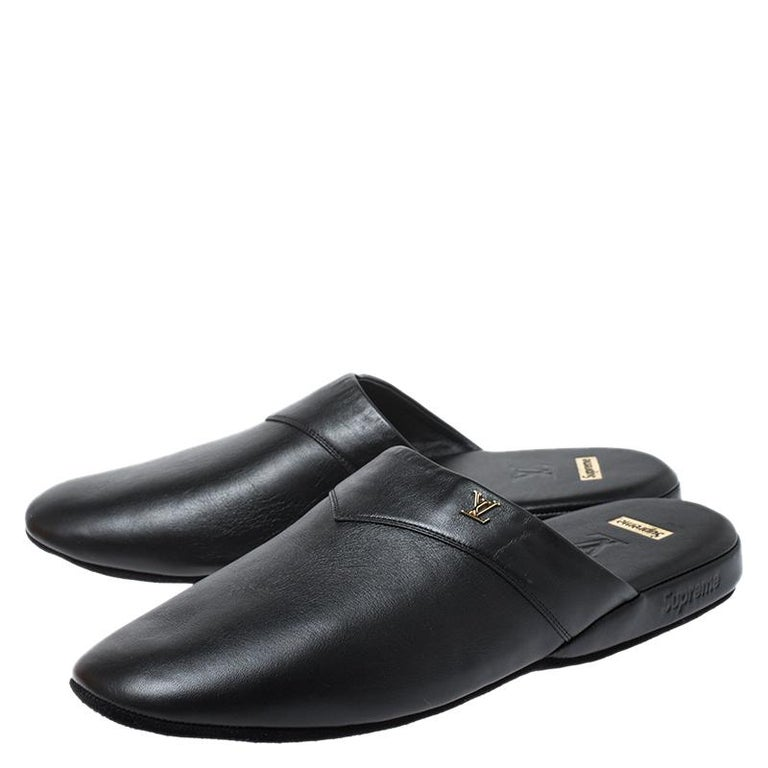 Louis Vuitton x Supreme Black Leather Hugh Flat Slippers Size 39 For Sale 2
