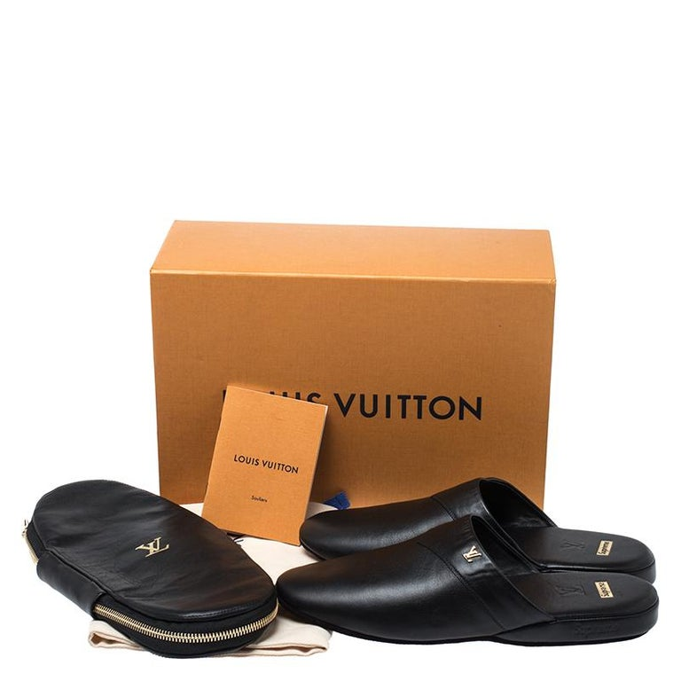 Louis Vuitton x Supreme Black Leather Hugh Flat Slippers Size 39 For Sale 4