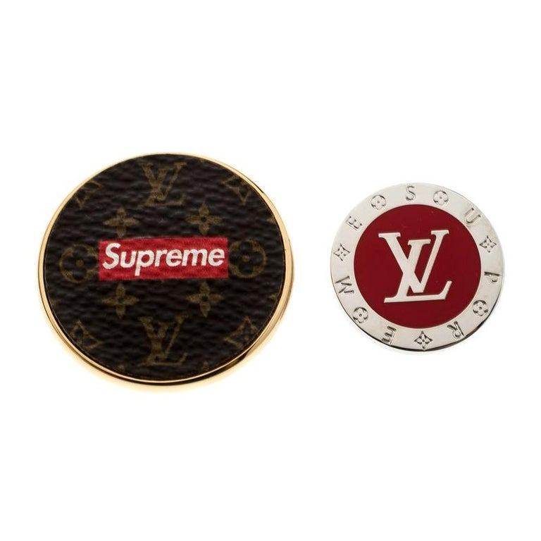 Louis Vuitton x Supreme Set of 2 Pin Brooch For Sale