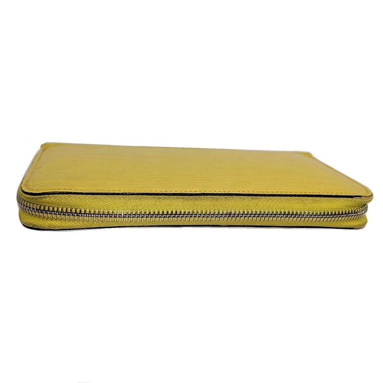 Women's or Men's Louis Vuitton Yellow EPI Leather Zippy Wallet For Sale