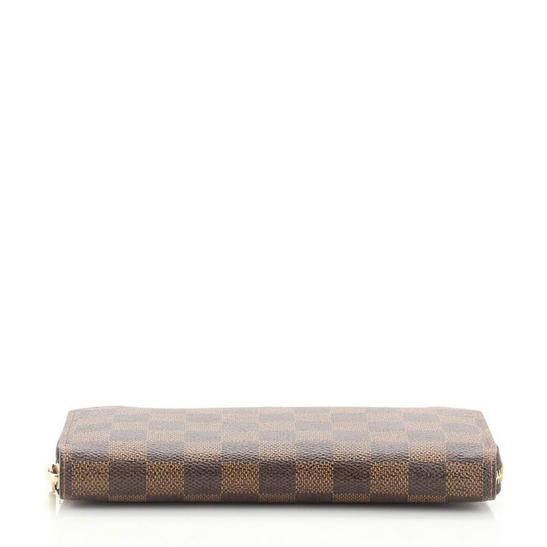 Women's or Men's Louis Vuitton Zippy Wallet Damier For Sale