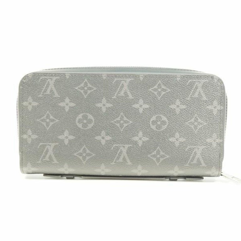 An authentic LOUIS VUITTON ZippyXL Mens long wallet M61698 The outside material is Monogram  eclipse. The pattern is ZippyXL. This item is Contemporary. The year of manufacture would be 2017. Rank AB signs of wear (Small) Used products in good