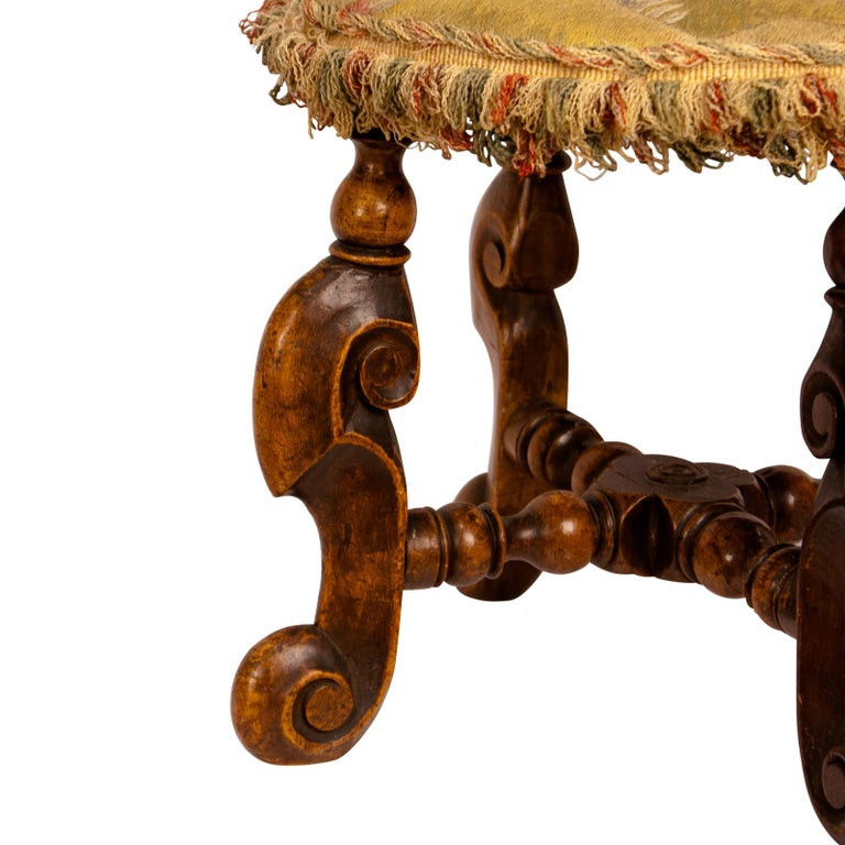 Louis XIII Foot Stool, France, circa 1620 In Good Condition For Sale In San Francisco, CA