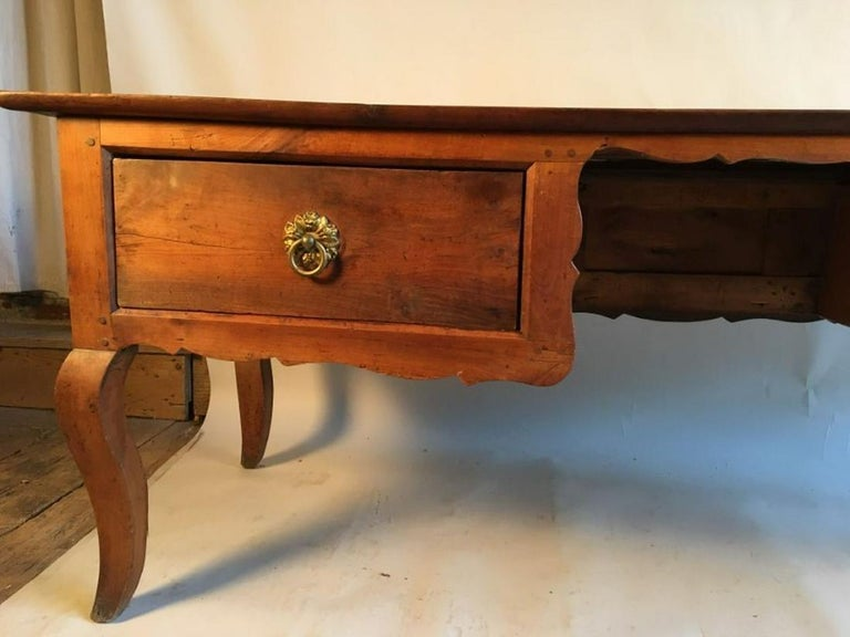Louis XV Bureau Plat, Cherry, 18th Century In Good Condition For Sale In Doylestown, PA