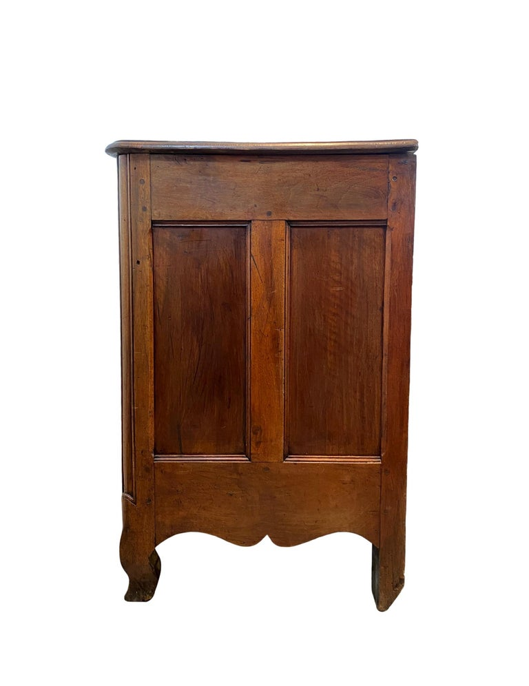 Louis XV Carved Walnut French Commode, Bresse Region, circa 1750 In Good Condition For Sale In Banner Elk, NC