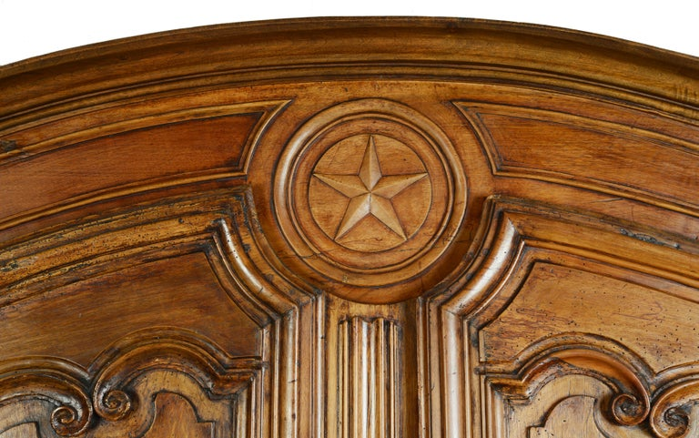 Louis XV Dome Top Walnut Armoire with Star Carved Crest, circa 1750 In Good Condition For Sale In Kinderhook, NY