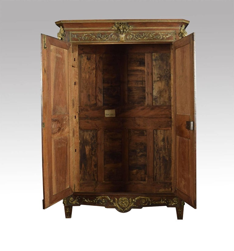 Louis XV French Walnut Armoire In Good Condition In Cheshire, GB
