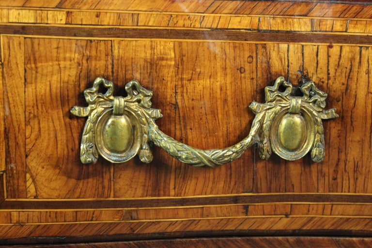 Louis XV Kingwood Commode In Good Condition For Sale In Bradford on Avon, Wiltshire