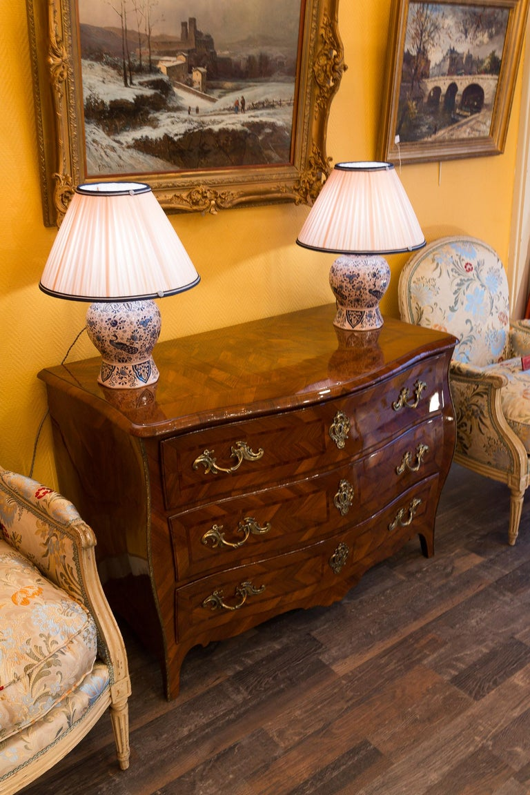 Louis XV Period Walnut and Marquetry Serpentine Commode, circa 1750 For Sale 1