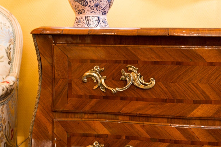 Louis XV Period Walnut and Marquetry Serpentine Commode, circa 1750 For Sale 4