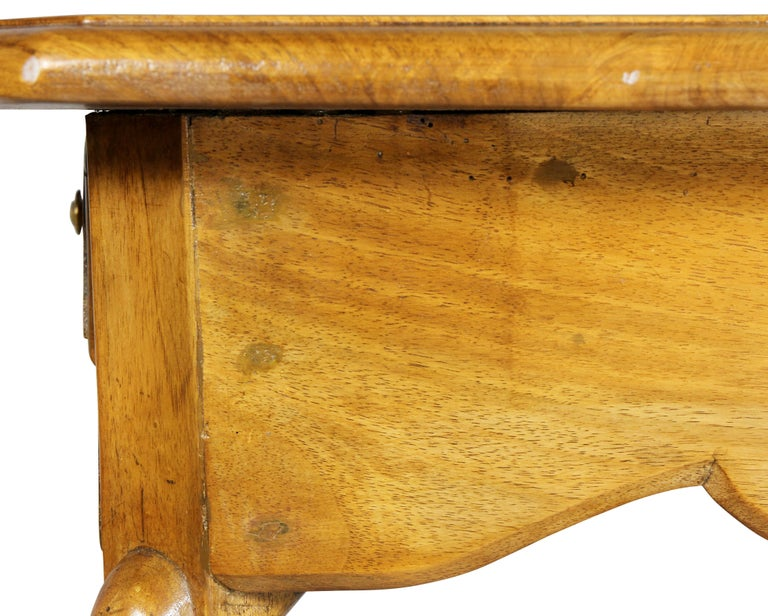 Louis XV Provincial Walnut Table In Good Condition For Sale In Essex, MA