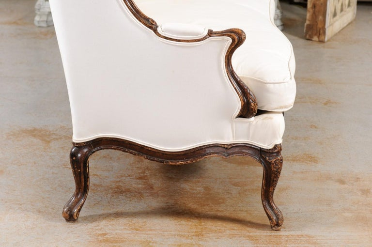 Louis XV Style 19th Century French Walnut Wingback Canapé with Cabriole Legs For Sale 7
