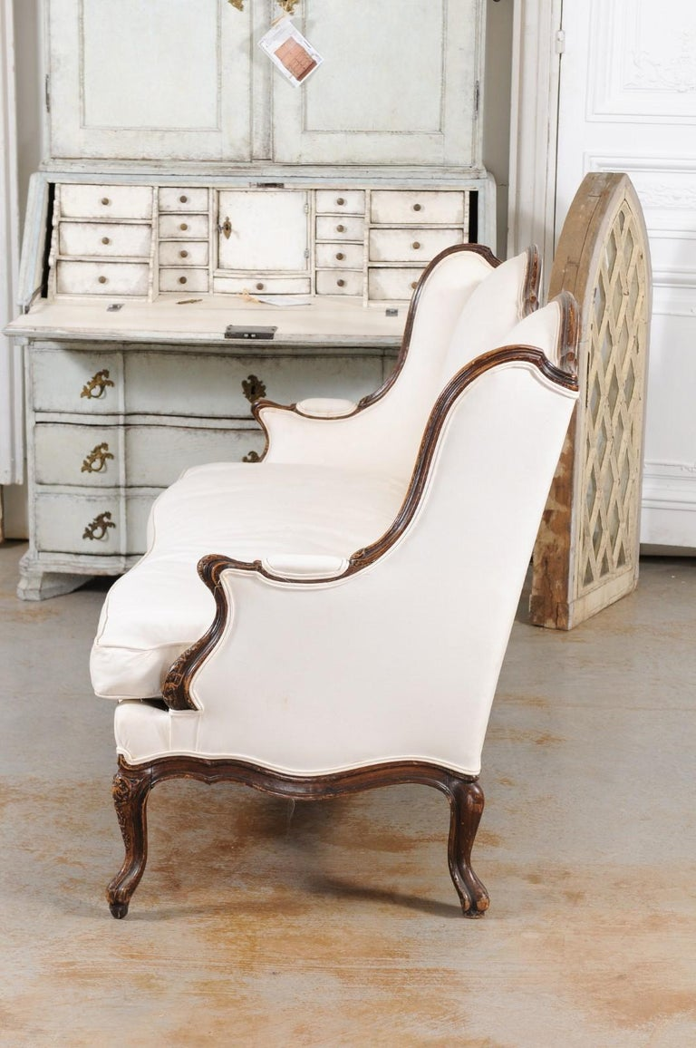 Louis XV Style 19th Century French Walnut Wingback Canapé with Cabriole Legs For Sale 12