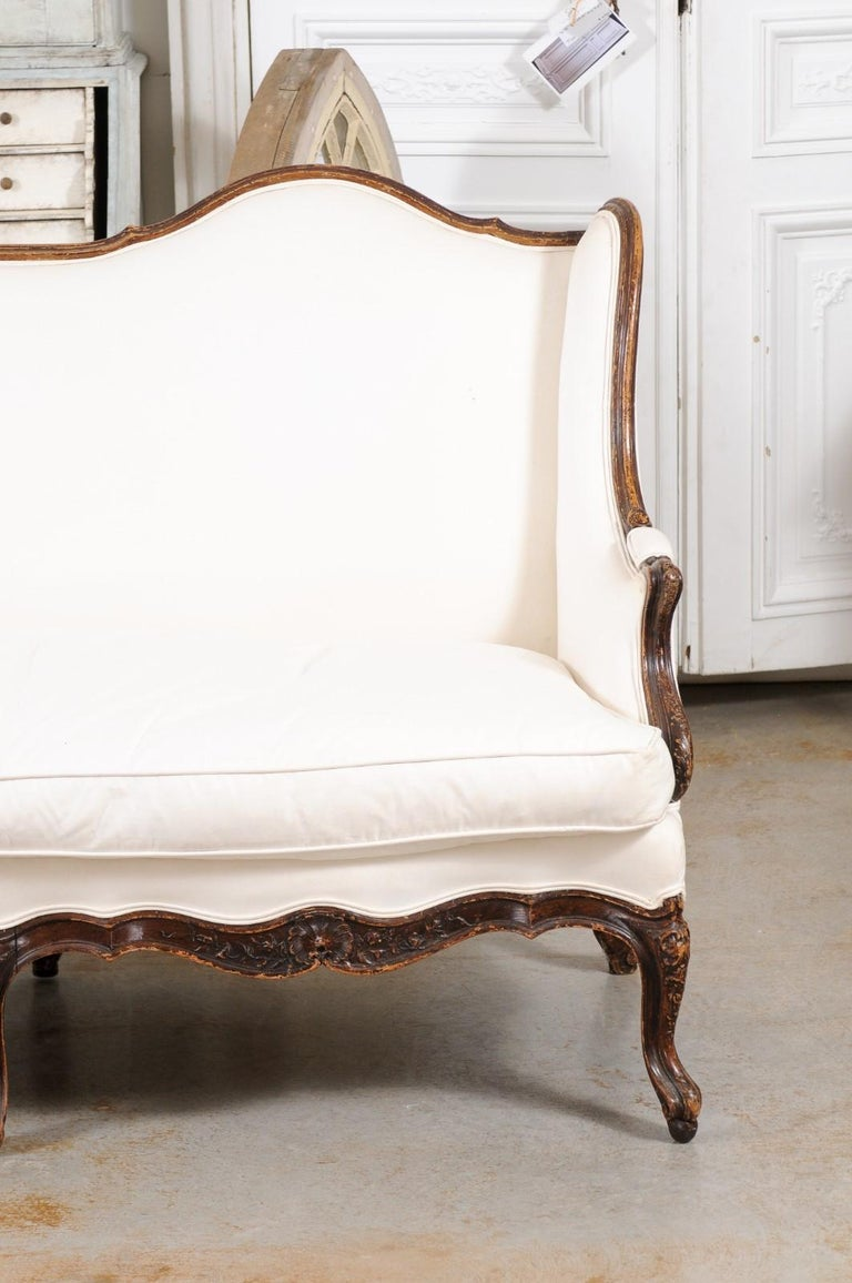 Louis XV Style 19th Century French Walnut Wingback Canapé with Cabriole Legs For Sale 1