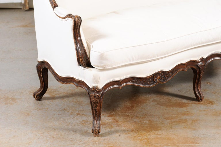 Louis XV Style 19th Century French Walnut Wingback Canapé with Cabriole Legs For Sale 5