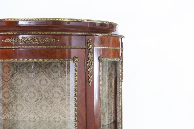Early 20th Century Louis XV Style Bronze Mounted Display Cabinet For Sale