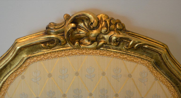 French Louis XV Style Gilded Side Chair, Newly Upholstered in a Cream and Gold Silk For Sale
