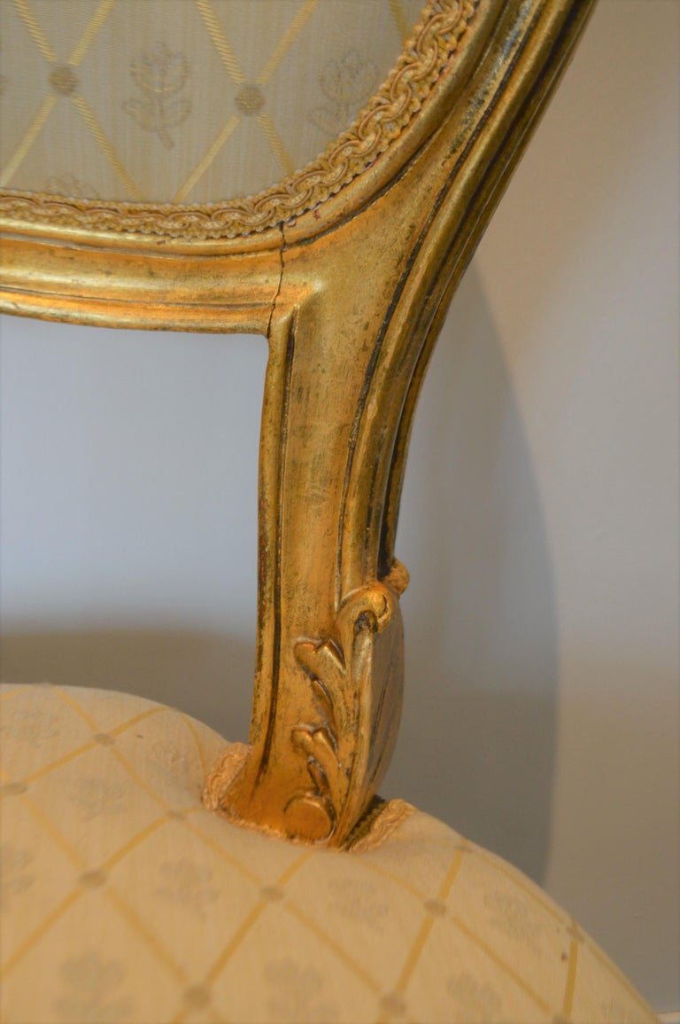 Louis XV Style Gilded Side Chair, Newly Upholstered in a Cream and Gold Silk In Good Condition For Sale In Oakville, ON