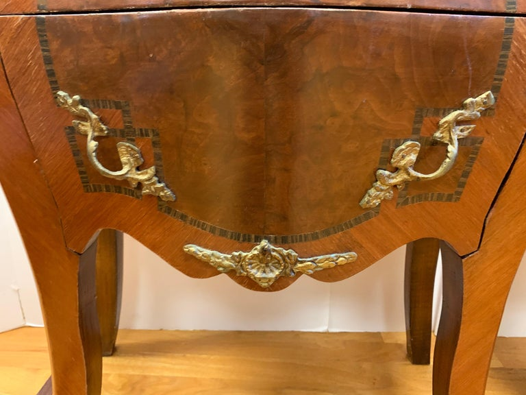 Louis XV Style Marble-Top and Bronze Ormolu Chests, Nightstands In Good Condition For Sale In West Hartford, CT