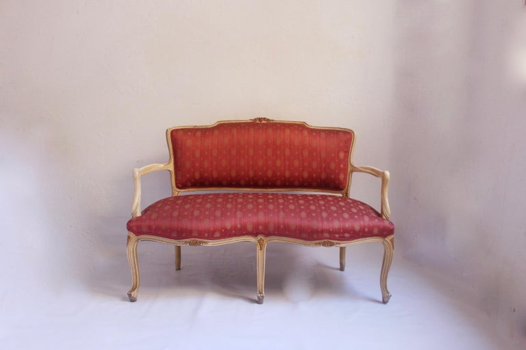 Adorable Louis XV style Hollywood Regency neoclassical with lacquered polychromed lounge set, settee and 2 chairs, Spain, circa 1950s. Very light set handcrafted in Spain with original upholstery in very good vintage condition with usual wear due