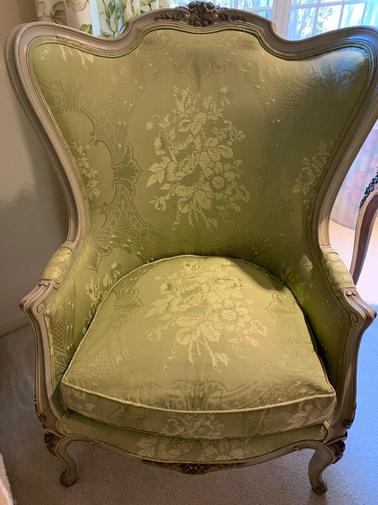 Louis XV Style Painted Gilt Beechwood and Upholstered Bergère Chair In Excellent Condition For Sale In Hopewell, NJ