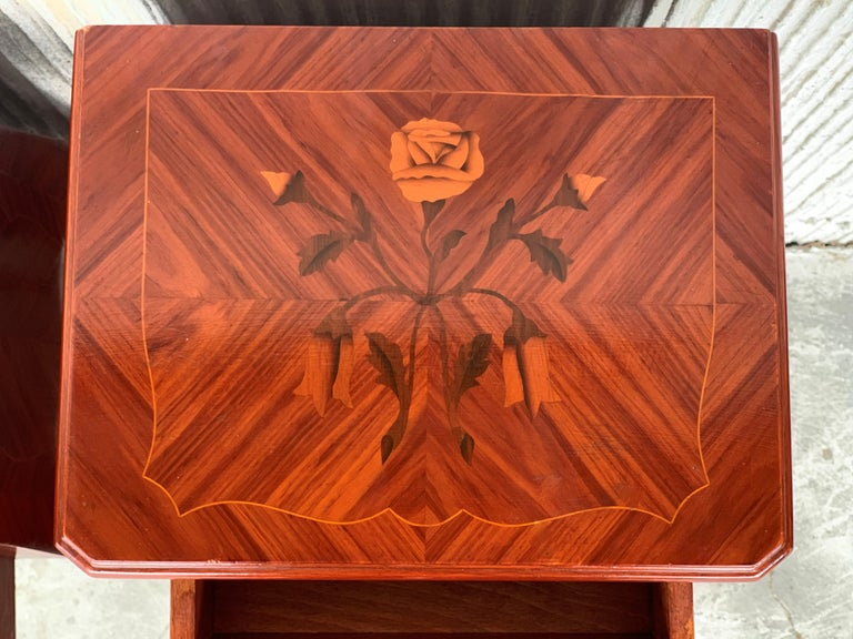Louis XV Style Pair of Marquetry Nightstands with Three Drawers & Cabriole Legs For Sale 4