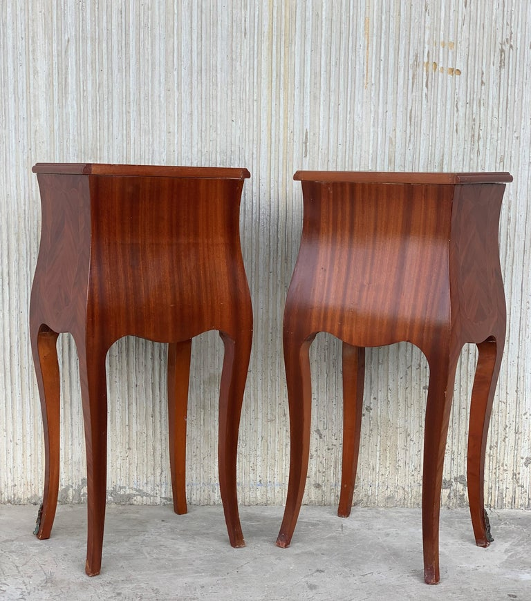 French Louis XV Style Pair of Marquetry Nightstands with Three Drawers & Cabriole Legs For Sale