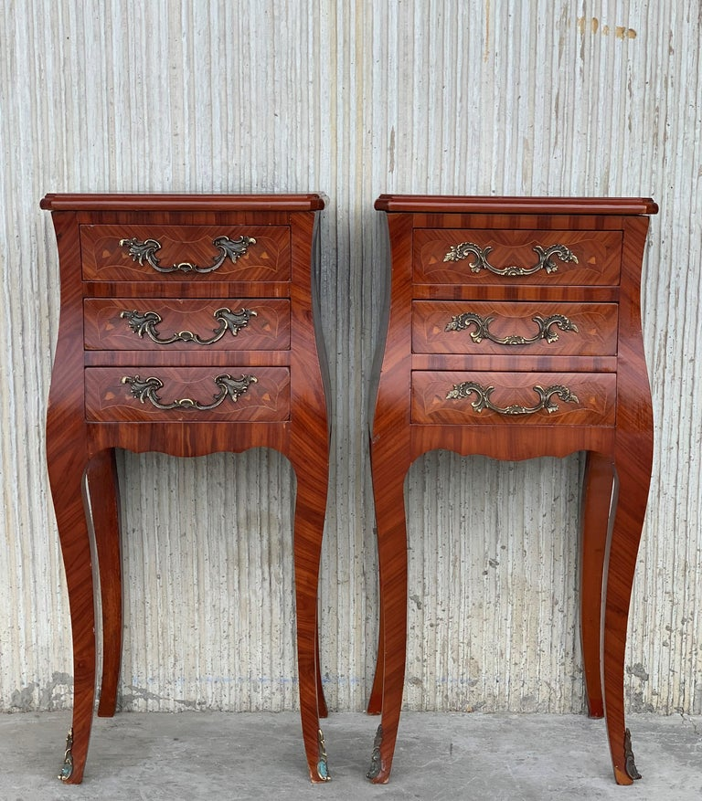 Louis XV Style Pair of Marquetry Nightstands with Three Drawers & Cabriole Legs In Good Condition For Sale In Miami, FL