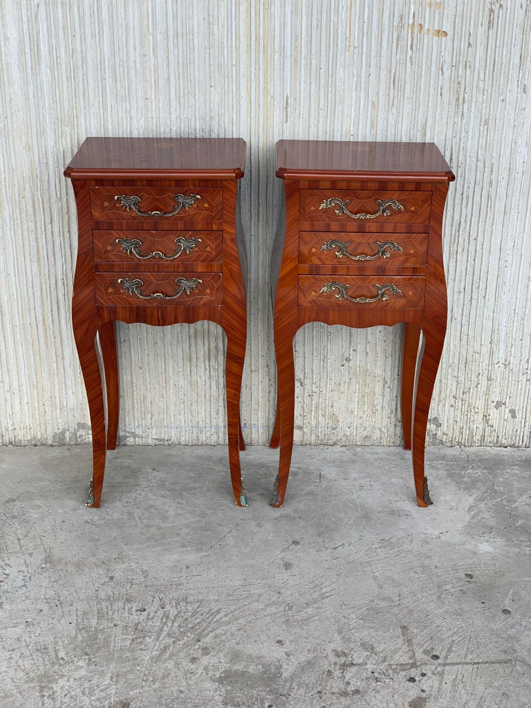 20th Century Louis XV Style Pair of Marquetry Nightstands with Three Drawers & Cabriole Legs For Sale