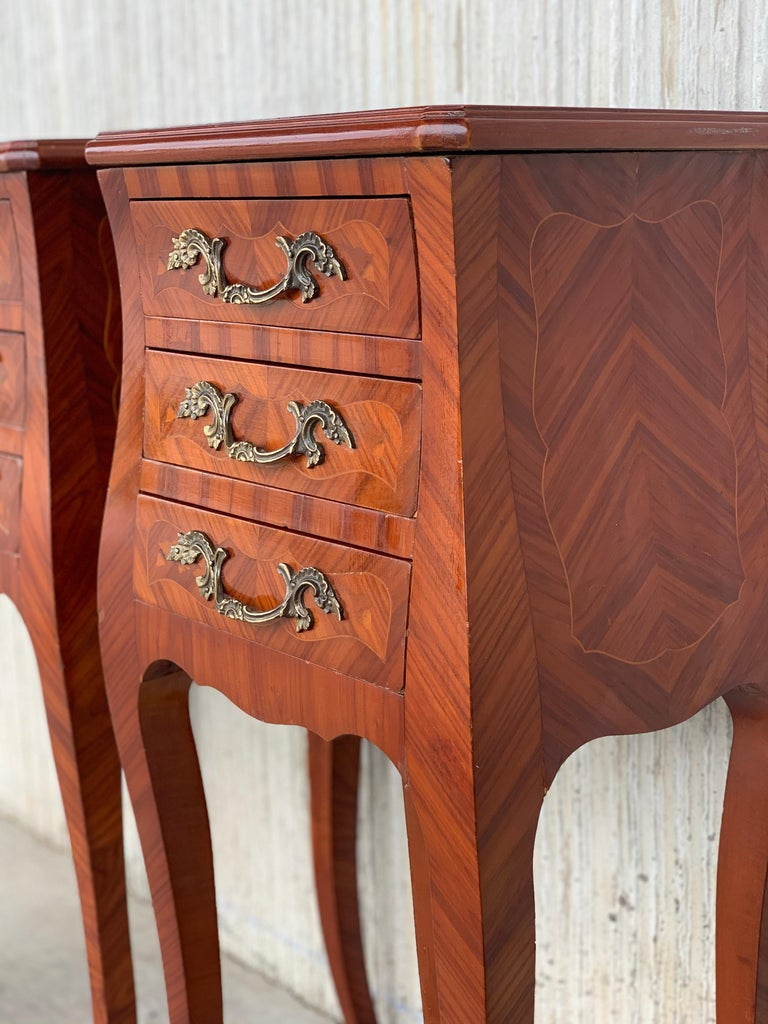 Louis XV Style Pair of Marquetry Nightstands with Three Drawers & Cabriole Legs For Sale 3