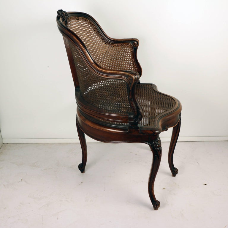 Louis XV Style Walnut and Caned French Provincial Bergere In Good Condition For Sale In Montreal, QC