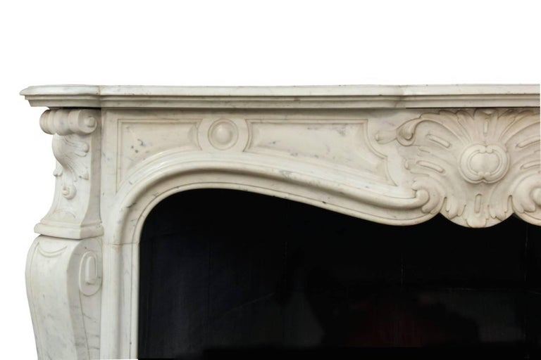 Louis XV White Carrara Marble Mantle Fireplace, 19th Century In New Condition For Sale In Rome, IT