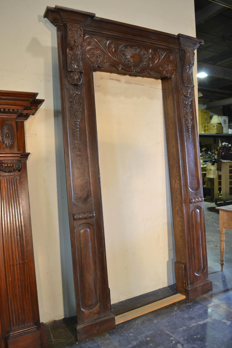 Louis XVI Carved Door Surround In Good Condition For Sale In Chicago, IL