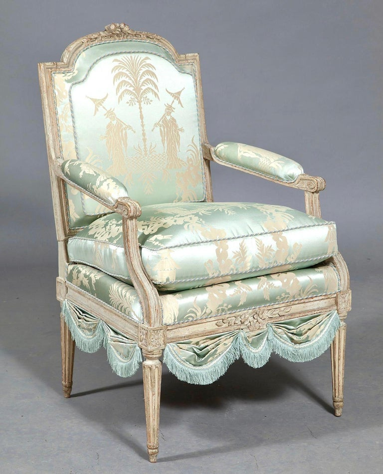 Louis XVI French Silk Armchair, Claude II Sené, Fauteuil a la Reine, 1780-1783 In Good Condition For Sale In Brooklyn, NY
